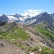 sentiero 613 - in lontanaza il Rifugio Passo S. Nicolò
